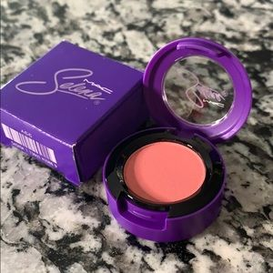 Selena x MAC Eyeshadow Pink